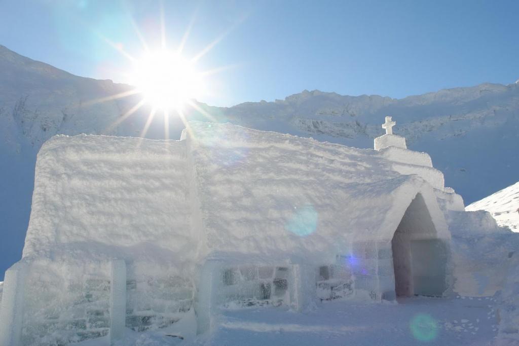Hotel of Ice Balea Lac: vacanta dezghetata in hotelul de gheata